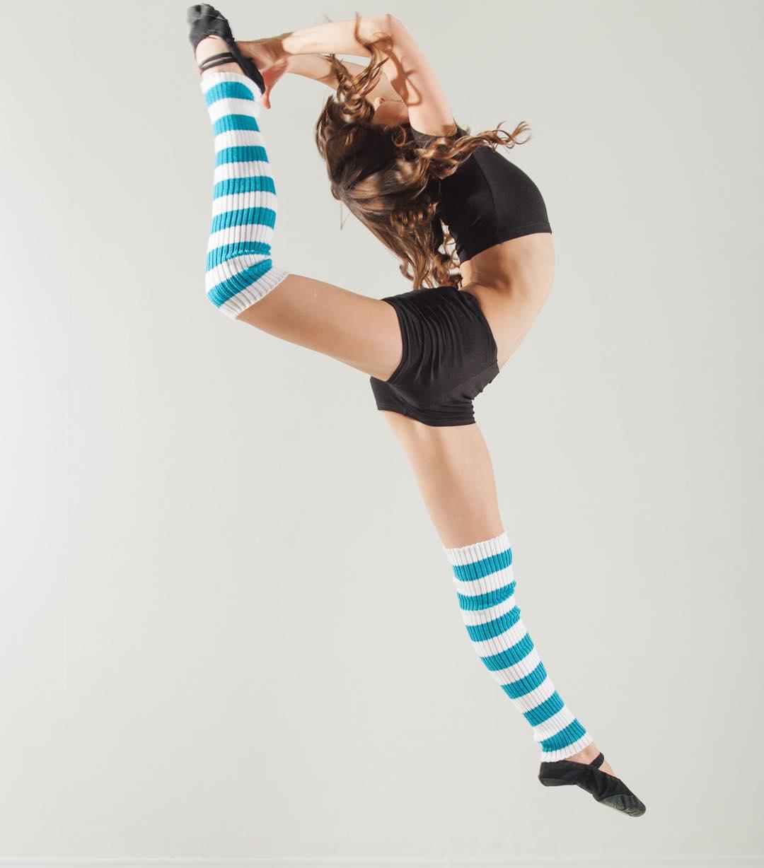 @azaliya07 демонстрирует просто незаменимый аксессуар для танцоров, гимнасток и балерин - гетры. Берегите свои связки- занимайтесь в гетрах. У нас вы найдёте гетры любого размера и различных расцветок.Фото @amirgumerov_ photographer @teamsportgala @teamsportgala