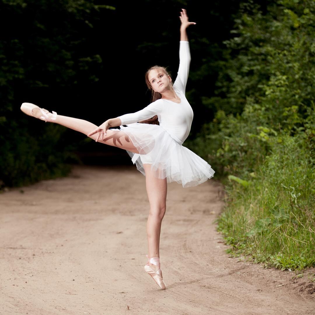 Участница проекта @plasticdance  великолепная Евгения на фотосесси у  @amirgumerov_photographer @teamsportgala